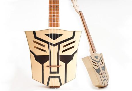 FOTO: autobotí ukulele