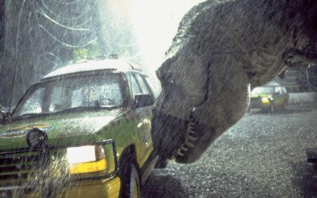 tyrannosaurus prozkoumává konzervu s lidským masem
