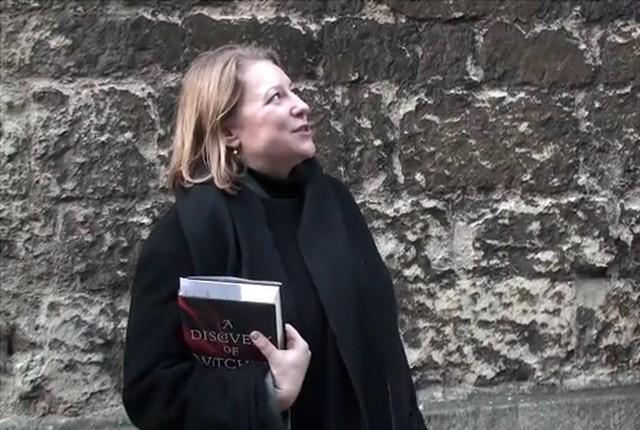 FOTO:  Deborah Harknessová při provádění po Oxfordu