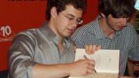 FOTO: Christopher Paolini při autogramiádě v Praze