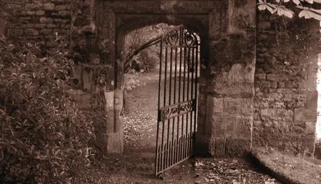 Co se skrývá za bránou amerického hřbitova? Zdroj: sxc.hu