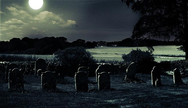 K navození děsivé atmosféry se hodí nejen opuštěný hřbitov, ale i duchařské povídky. Zdroj: sxc.hu