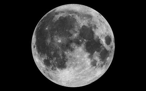 OBR.: Měsíc