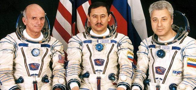 FOTO: Dennis Tito před startem do vesmíru
