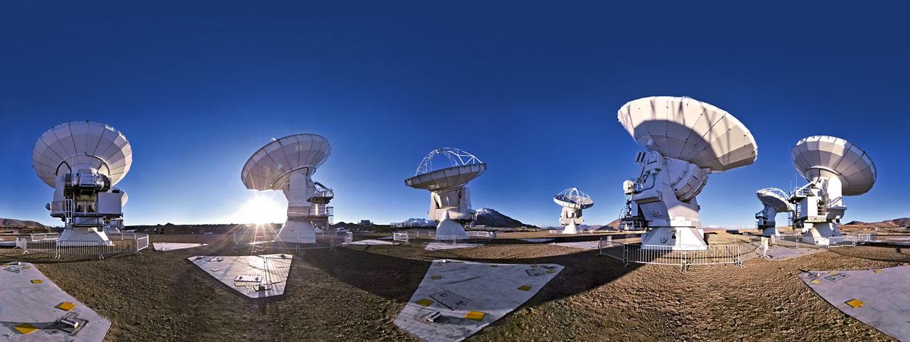 FOTO: Panoramtický snímek observatoře ALMA