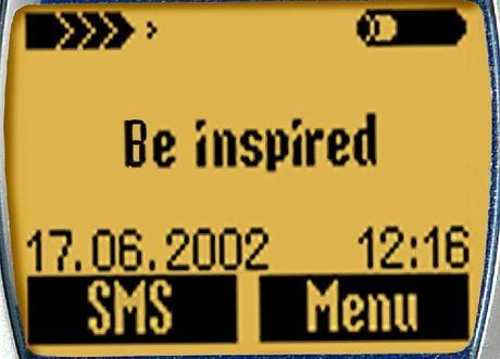 Displej je pětiřádkový, psaní SMS ještě nikdy nebylo tak pohodlné.