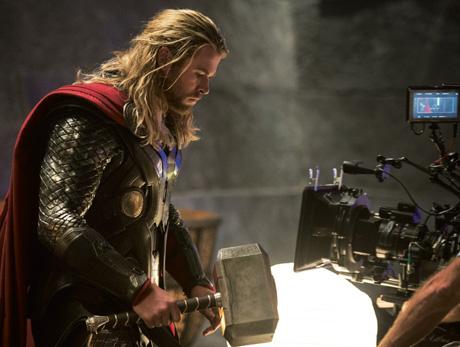 Thor bere do ruky své kladivo a všichni záporáci střezste se jeho hněvu. Zdroj: Marvel