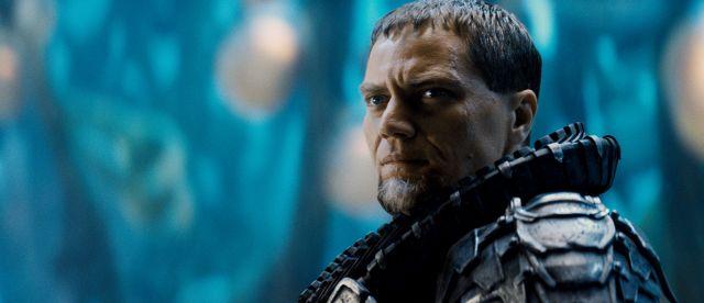 Minimálně herecky ale generál Zod vítězí.