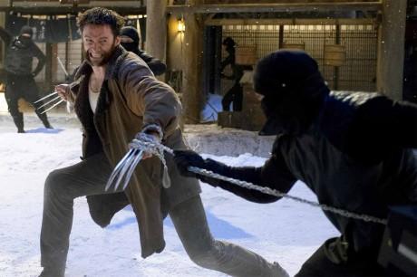 Takhle Wolverine bojuje se samuraji, sice to není organizace The Hand, ale zato bude Wolverine pěkný divočák, jak ho známe, když se naštve. Zdroj: 20th Century Fox
