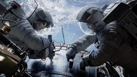FOTO: Gravitace - George Clooney a Sandra Bullock - Warner Bros.