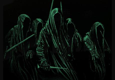 Svítící přízraky mohou být v noci opravdu parádní. Zdroj: http://collider.com/marko-manev-lord-of-the-rings-posters/