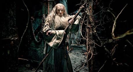 Gandalf Šedý patrně v temné pevnosti Dol Guldur. Zdroj: Warner Bros. Pictures