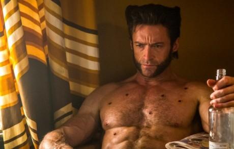Wolverine si zklidňuje pocuchané nervy a tělo. Zdroj: 20th Century Fox