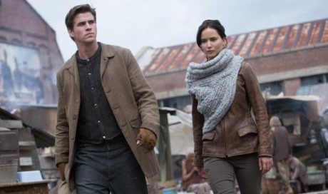 FOTO: Hunger Games: Vražedná pomsta - Liam Hemsworth a Jennifer Lawrence - Bontonfilm