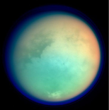 FOTO: Atmosférická vrstva Titanu