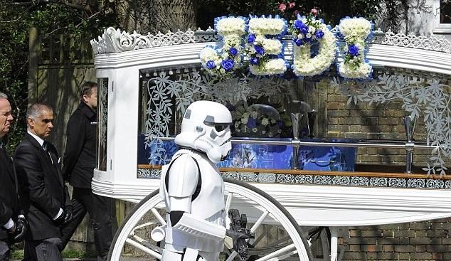FOTO: Pohřeb Star Wars na přání chlapce