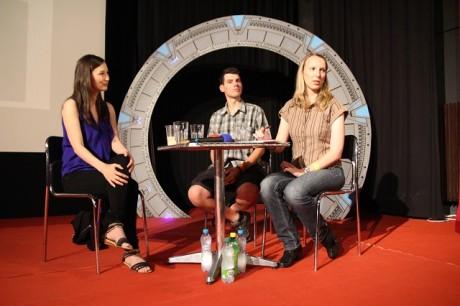 Jennifer Spence a její dva překladatelé a uvaděči v jednom. Zdroj: Festival fantazie Roman Kresta