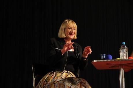 Hattie Hayridge hodně gestikulovala a hodně se smála. Zdroj: Festival fantazie, Roman Kresta