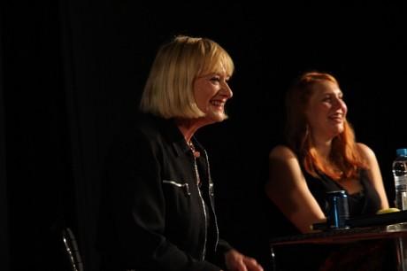 Hattie Hayridge se na pódiu moc dobře bavila, stejně jako všichni okolo. Zdroj: Festival fantazie, Roman Kresta