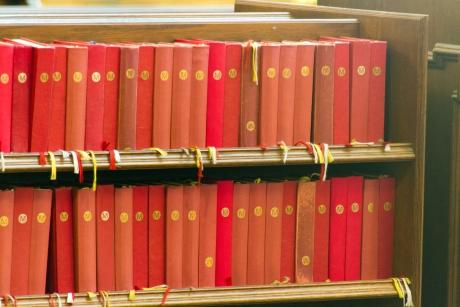 Obaly starých knih měly své kouzlo. Zdroj: stockvault.net