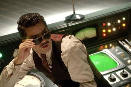 Dominic Cooper jako Howard Stark ve filmu Captain America: První Avenger. Zdroj: Marvel Studios