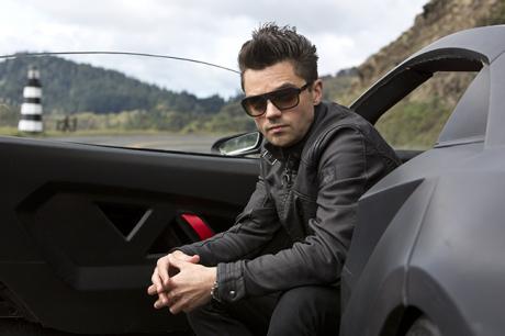 Dominic Cooper coby Dino Brewster ve svém Lamborghini Sesto Elemento. Zdroj: DreamWorks II Distribution