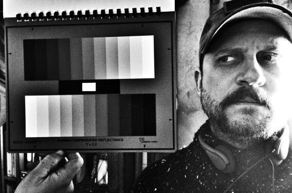 David Ayer při práci na snímku Železná srdce. Zdroj: Twitter D. Ayera