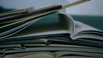 Fantasy a sci-fi knihy, které číst o prízdninách