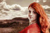 Mezi srpnové fantasy novinky 2015 patří i román Dotek bouře Laurell K. Hamiltonové. Zdroj: výřez knižní obálky.